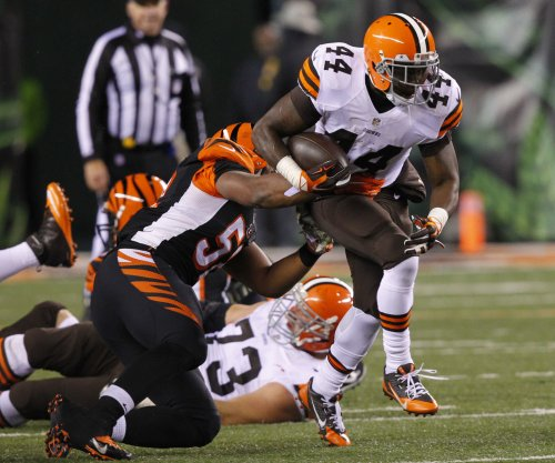 Steelers sign RB Ben Tate as contingency plan