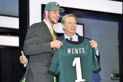 Draft: Jared Goff, Carson Wentz face 50-50 odds of success