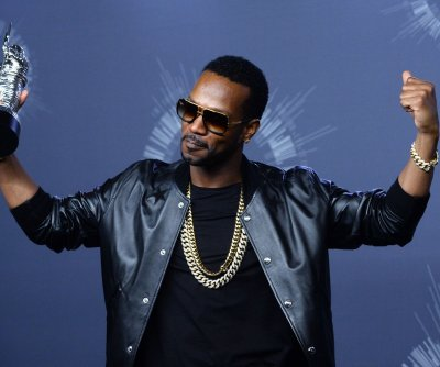 Juicy J, Kanye West team up for new basketball-themed music video, 'Ballin'