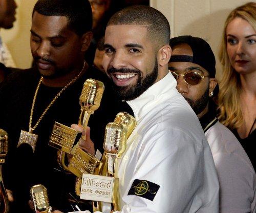 Billboard Music Awards: Drake performs 'Gyalchester' in Bellagio Fountain