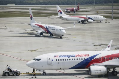 Malaysian civil aviation chief resigns over MH370 report