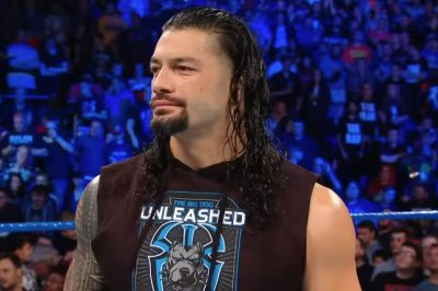 WWE-Smackdown:-Roman-Reigns-teams-up-with-The-Usos