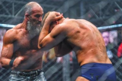 WWE NXT: Tommaso Ciampa, Timothy Thatcher collide in the Fight Pit