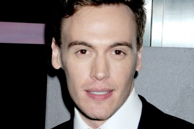 'Madam Secretary' actor Erich Bergen to make Broadway debut in 'Waitress'