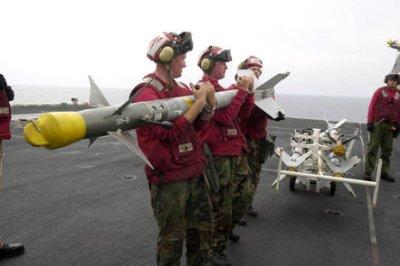 Raytheon receives $419 million for Sidewinder missiles, parts