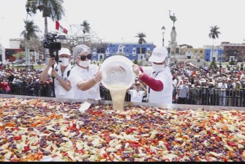 World's largest artichoke salad assembled in Peru
