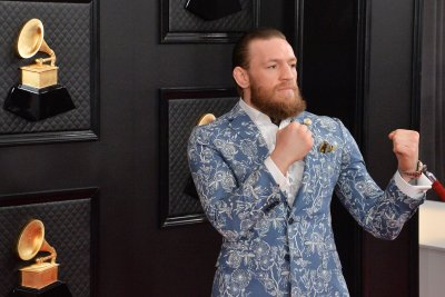 Conor McGregor challenges UFC interim lightweight champ Justin Gaethje