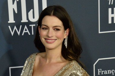 Anne Hathaway says she wore the 'worst costume' on 'Interstellar'