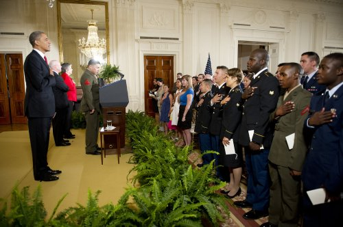 25 service members take citizenship oath
