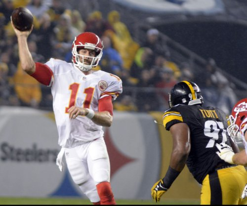 Kansas City Chiefs won't play QB Alex Smith because of 'something'
