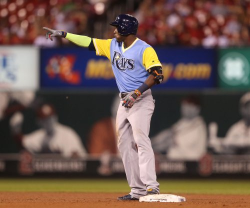 Rays' Hechavarria makes out off of Tropicana Field roof