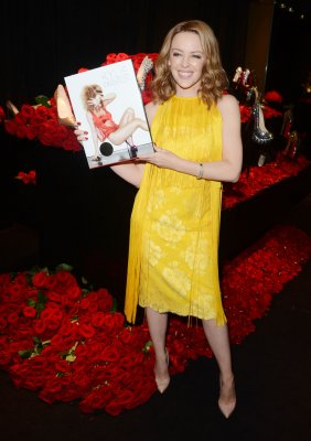 Minogue parts with longtime manager