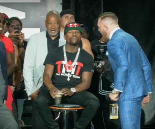 Conor McGregor says Floyd Mayweather 'can't read' in latest press conference blowout