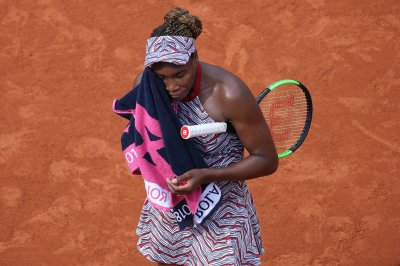 2018 French Open: Venus out, Djokovic cruises