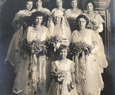 Antiques dealer seeking family from 100-year-old wedding photo
