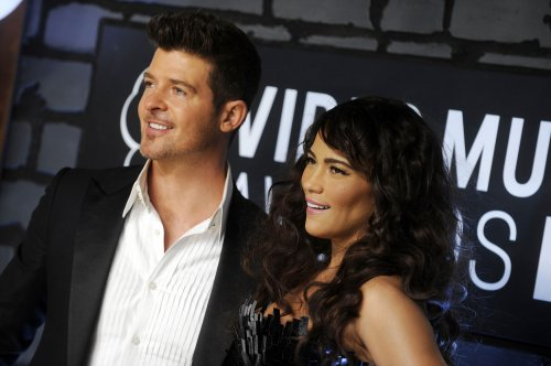 'Blurred Lines' tops U.S. record chart