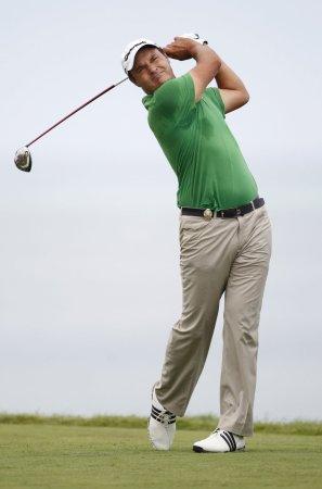 Simon Khan leads Portugal Masters