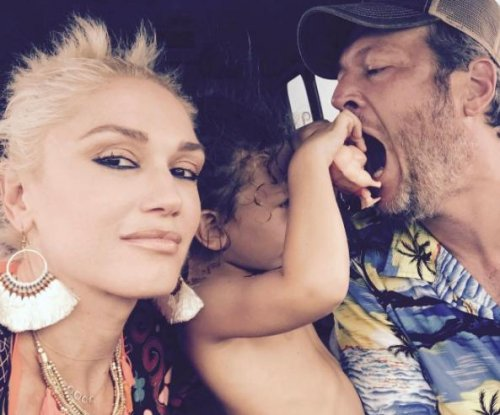 Gwen Stefani poses with Blake Shelton, son Apollo: 'Love u guys'