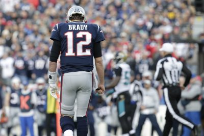 Tom Brady keeps gloves on, Rob Gronkowski missing for New England Patriots