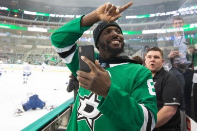 Former Cowboys WR Dez Bryant attends Stars game, announces lineup
