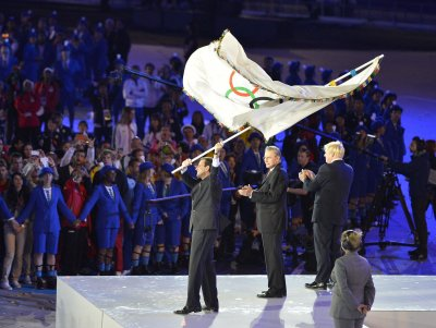 London passes Olympic flag to Rio