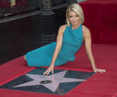 Kelly Ripa receives Hollywood Walk of Fame star