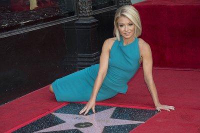 Kelly Ripa receives Hollywood Walk of Fame star