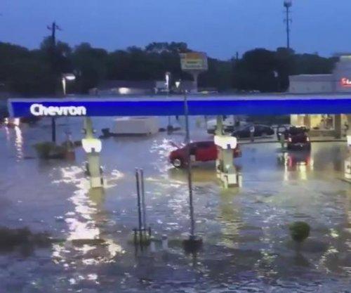 Heavy rains bring 'dangerous' flash floods to Houston