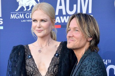 Nicole Kidman, Keith Urban sing 'Your Song' ahead of premiere