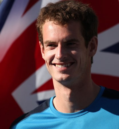 Murray wins easily in French opener