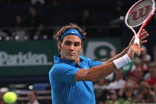 Federer picks up 800th win