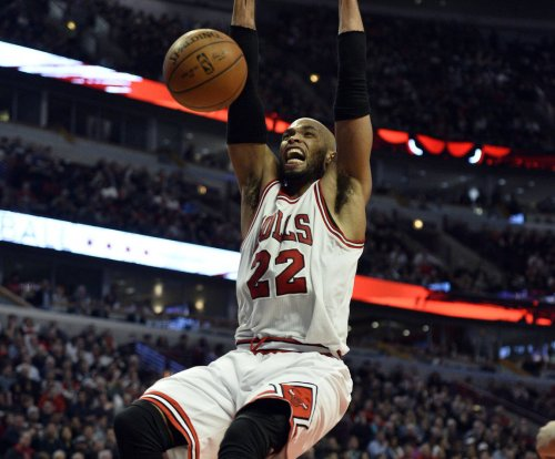 Butler, Chicago Bulls hold off Dallas Mavericks