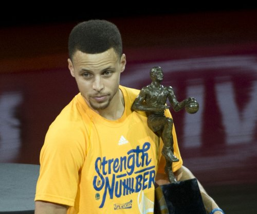 Golden State Warriors' Stephen Curry ignoring Cleveland Cavaliers' LeBron James