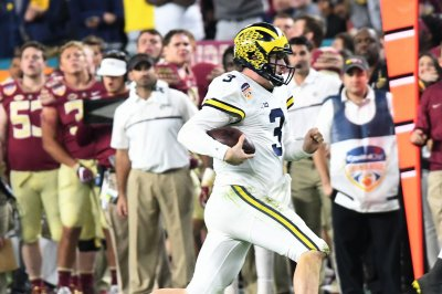 Michigan Wolverines coach Jim Harbaugh sticking with Wilton Speight at quarterback