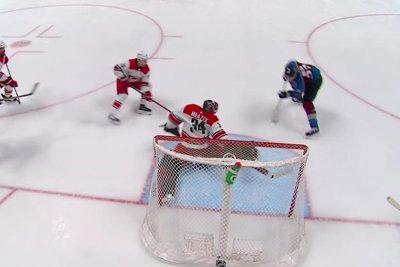 Carolina Hurricanes goalie Petr Mrazek makes incredible stick save