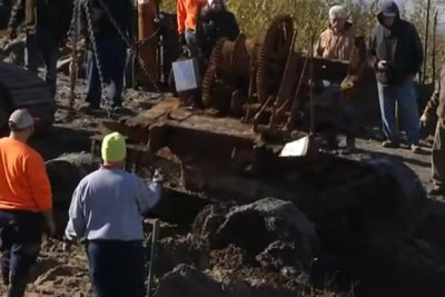 Steam shovel retrieved after being submerged in lake for 95 years