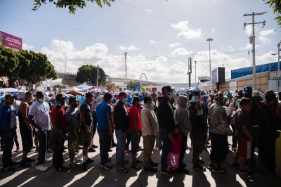 , CDC extents Trump-era policy expelling migrants over COVID-19 fears, Forex-News, Forex-News