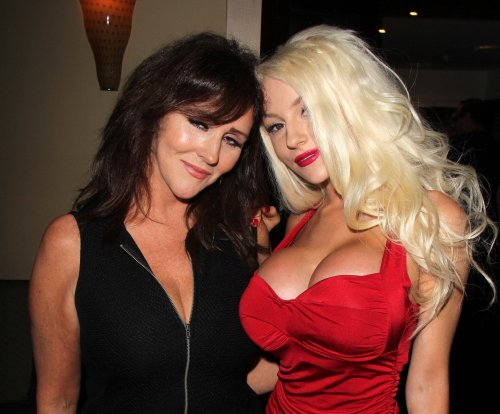 Courtney Stodden's mom resigns as her manager