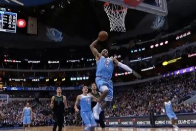 Vince Carter throws down breakaway dunk vs. Mavericks