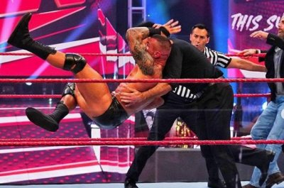 WWE Raw: Randy Orton assaults Shawn Michaels, Drew McIntyre