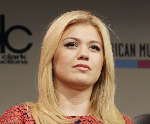 Kelly Clarkson praises 'coolest' mother-in-law Reba McEntire