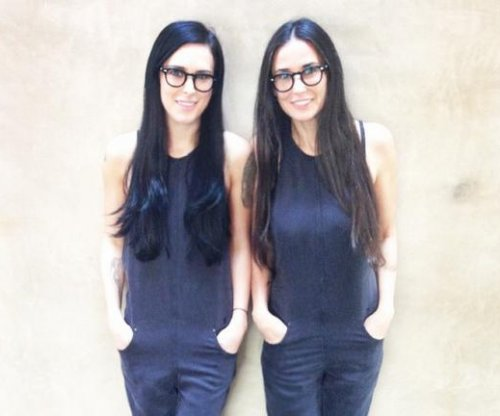 Rumer Willis, mom Demi Moore pose for lookalike photo