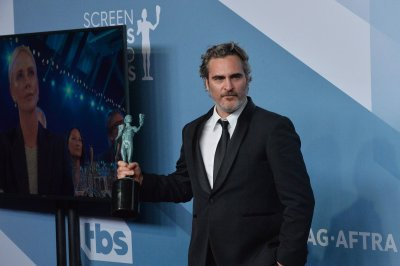 Joaquin Phoenix calls Heath Ledger his favorite actor in SAG acceptance speech