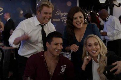 'Saved by the Bell' revival trailer features Mark-Paul Gosselaar, Tiffani Thiessen