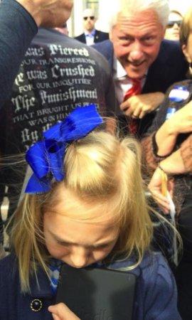 Bill Clinton photobombs sad little girl in Arkansas