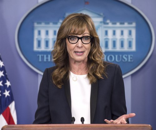 Actress Allison Janney reprises press secretary role in White House visit