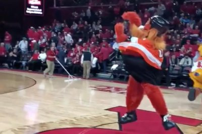 Philadelphia Flyers mascot Gritty makes half-court shot at Rutgers game