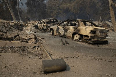 7 dead as fire crews struggle to control 625 California wildfires