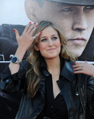 Leelee Sobieski gives birth to a daughter