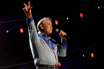 Ailing Glen Campbell cancels rest of farewell concert tour